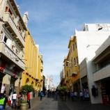 Calle Mercaderes para un lado.