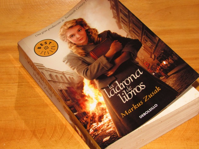 La ladrona de libros: una historia de crudos tiempos contada con una ...